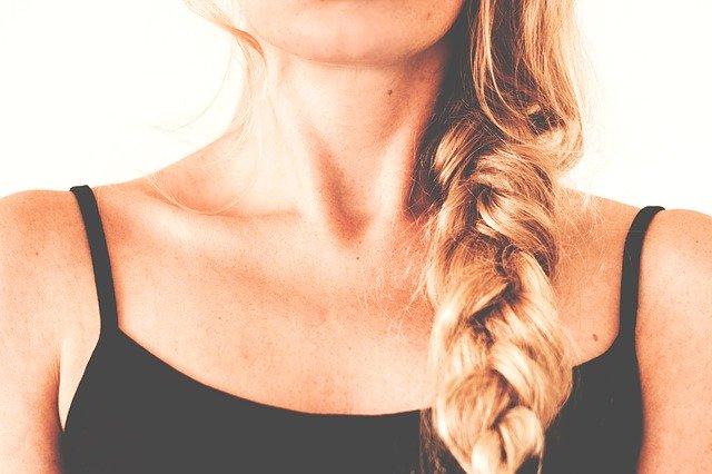 Pallina nel collo: cos'è, possibili cause e trattamenti