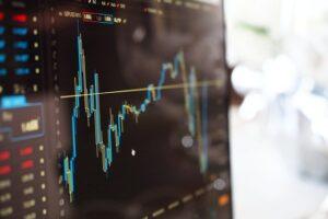 Comprono e vendono azioni, ecco di cosa si occupano i trader di professione!