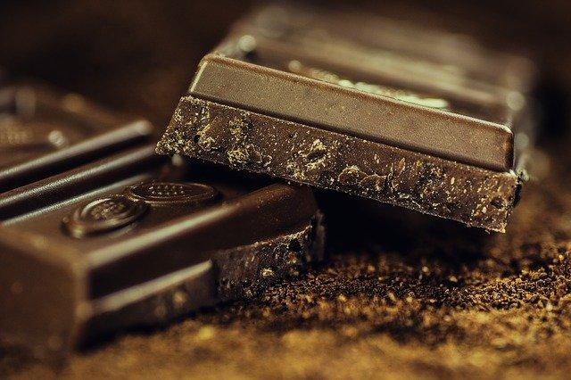 Il cioccolato fa ingrassare? Può apportare dei benefici? Quanto mangiarne?