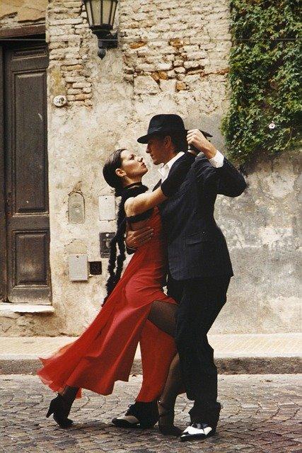 Danza anni 50 derivata dal mambo: qual è la storia del cha cha cha?
